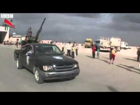 Free Syrian Army soldiers head to Azaz