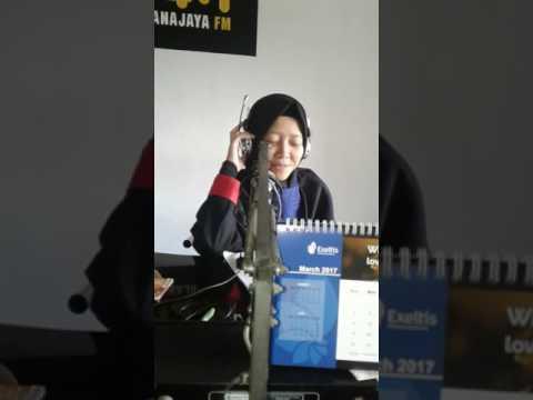 Evi SMKIT ABU DZAR Opening siaran Radio PKL 94,3 Buanajaya fm