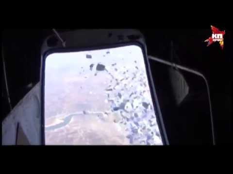 Сирийские военные разбрасывают над полосой будущего наступления листовки для местных жителей
