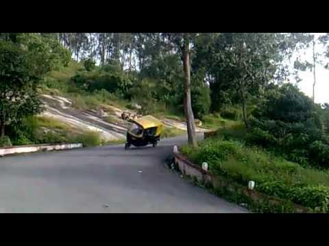 Bangalore Auto-rickshaw Stunt @Nandi Hills