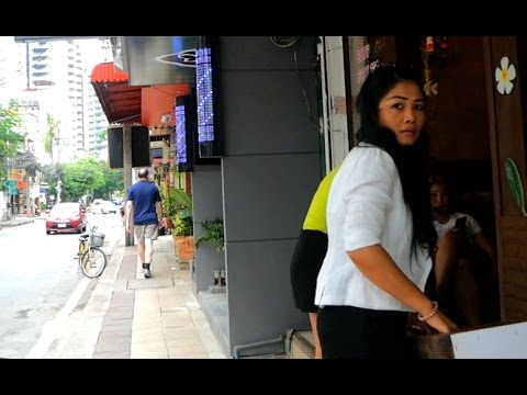 Sukhumvit Soi 23 Walk Around - Bangkok, Thailand 2017