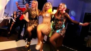 Танцевальный батл М против Ж на свадьбе (снято на любительскую камеру)