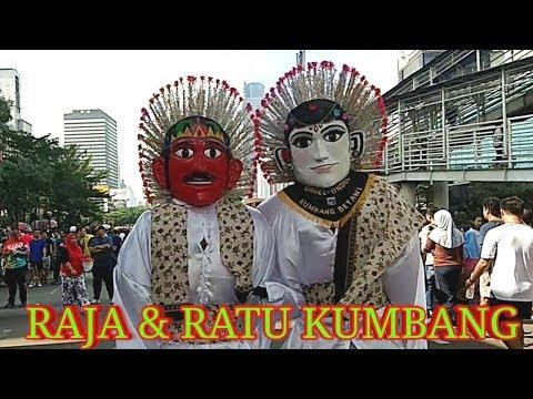 ONDEL-ONDEL_ RATU DAN RAJA KUMBANG sedang beraksi di CFD Jakarta