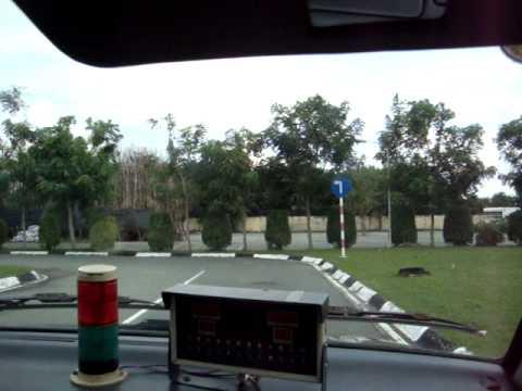 Chinh thi thử bằng lái B2 quay bằng máy ảnh Sony.