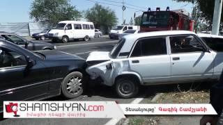 Երևանում բախվել են Mercedes ն ու «07» ը, «07» ն էլ բախվել է էլեկտրասյանը