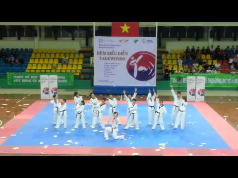 TDF Club - Biểu diễn Taekwondo của Korea Mudo tại Việt Nam - World Friends (15.8.2013)