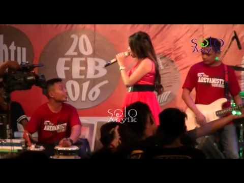 Lagu Galau - Ajeng Maharani AREVA Music Hore Live THR Sriwedari Solo
