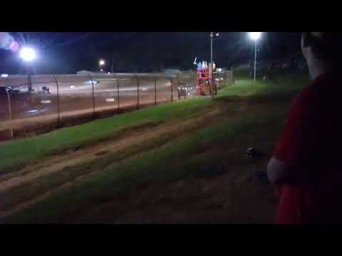 Midway speedway dirt track racing 4 cylinder hot laps