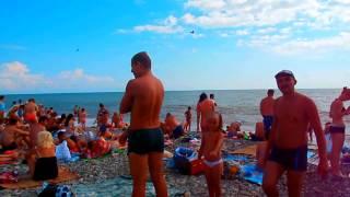 Короткое видео с Центрального пляжа Лазаревского в июне(Самое короткое видео (разрядилась камер....) с Центрального пляжа Лазаревского в июне... В праздник, день неза..., 2014-06-12T14:53:56.000Z)