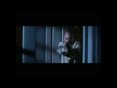 Halloween Loomis shoots Michael