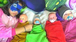 Куклы не хотят спать Полина как мама ухаживает за детками