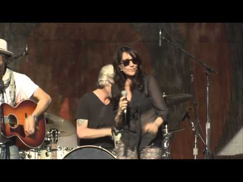 "Katey Sagal ""Free Fallin'"" Live At Hardly Strictly Bluegrass"