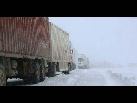 Heavy Snow Strands 20 Freight Trucks at Kalasu Port, China's Xinjiang