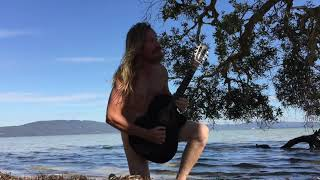 Guitar nudierun in paradise