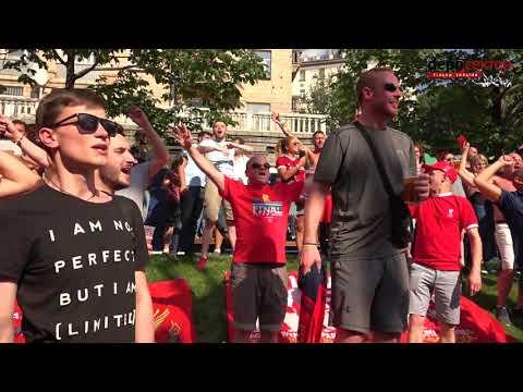 Фанати Ліверпуля заполонили Київ і співають пісні