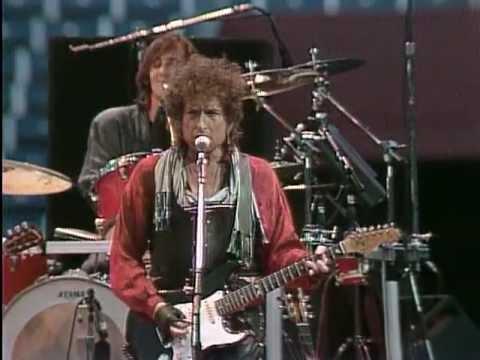 Bob Dylan - Rainy Day Women #12 & 35 (Live at Farm Aid 1986)