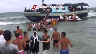 i bagnanti della spiaggia di Morghella (SR) coadiuvano la Guardia Costiera