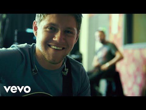 Niall Horan - Slow Hands (Italian Lyric Video)