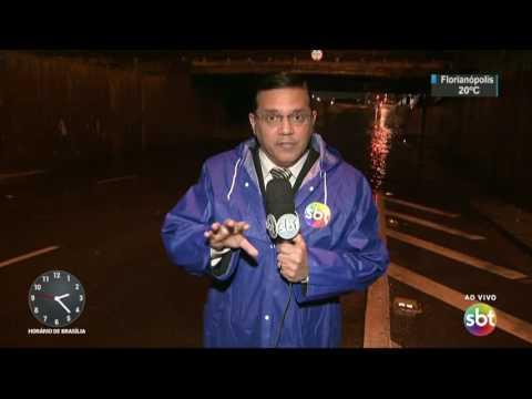 Chuva provoca pontos de alagamento e quedas de árvores em São Paulo - SBT Notícias (22/05/17)