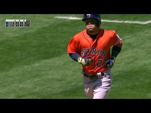 HOU@SEA: Altuve drives a two-run smash to...