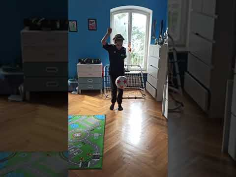Ball Juggling  with different cognitive challenges Part 2