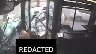 Horrorcrash in Detroit: Ãœberwachungskamera zeigt Bilder eines unglaublichen Busunfalls
