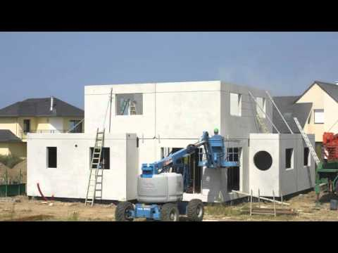 Guillerm habitat construction d 39 une maison pr fabriqu e youtube for Construction habitat