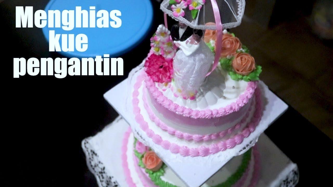 Menghias Kue Pengantin Bertingkat Wedding Cake