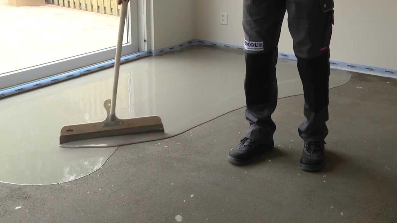 Het egaliseren van een zandcement dekvloer - YouTube