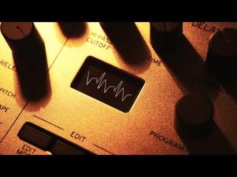 Stranger Things Intro Music : Korg Minilogue