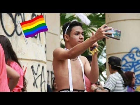 PARADA LGBT DOS BEIJOS