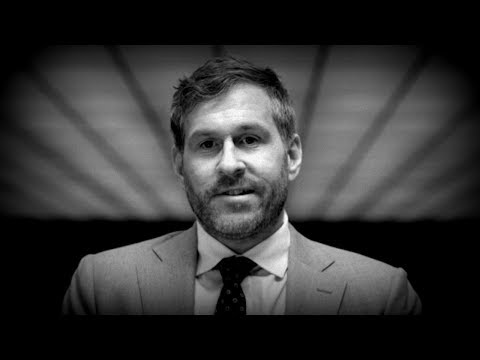 Rating Mike Cernovich's Fashion Tips
