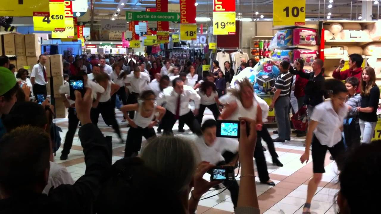 flashmob auchan val d 39 europe 21 mai 2011 youtube. Black Bedroom Furniture Sets. Home Design Ideas