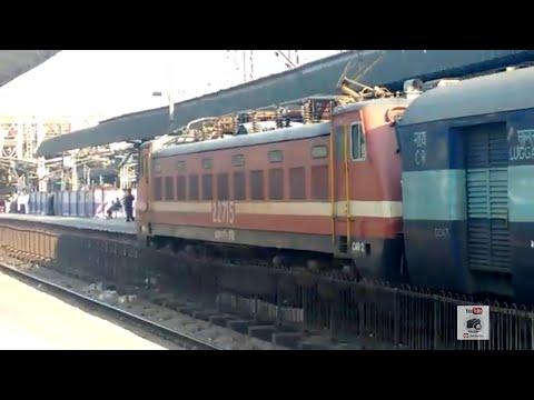 Mumbai LTT Lucknow Superfast Express at Thane