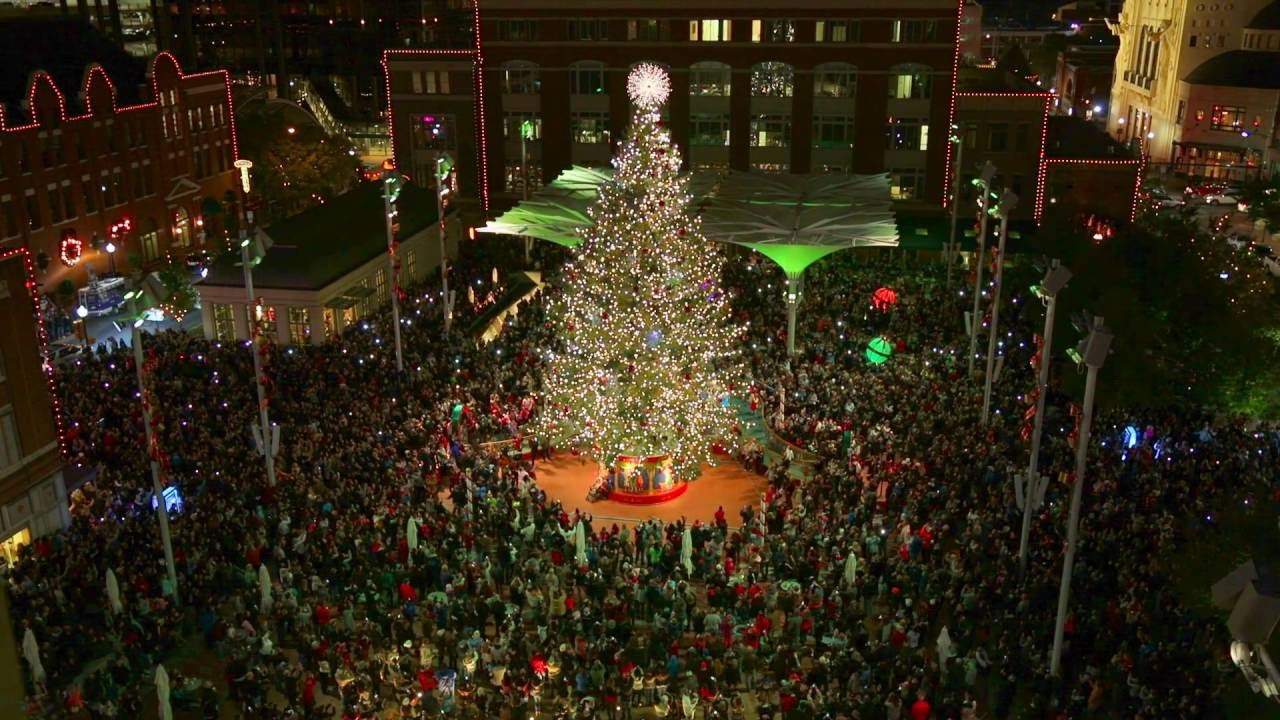 Tree lighting in Downtown Fort Worth - YouTube
