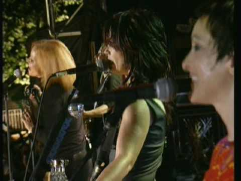 Go Go's - Our Lips Are Sealed - Live In Central Park - May 15, 2001