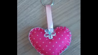 Chaveiro de feltro formato coração por Edna Ruiva