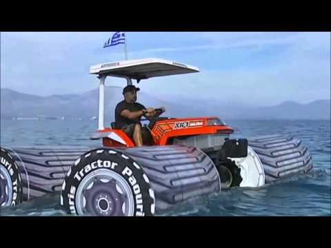 ΕΛΛΑΔΑ: Τρακτέρ οργωνει την θαλασσα