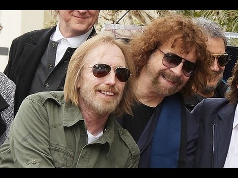 Tom Petty Interviews Jeff Lynne Regarding Armchair Theatre