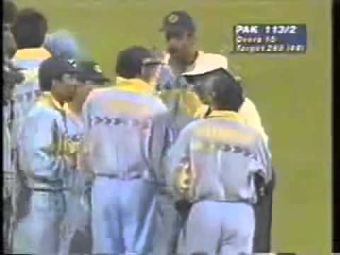 Venkatesh Prasad vs Aamir Sohail... Must watch video for every indian.... funny