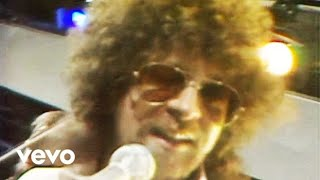 Electric Light Orchestra's official music video for 'Livin' Thing'....