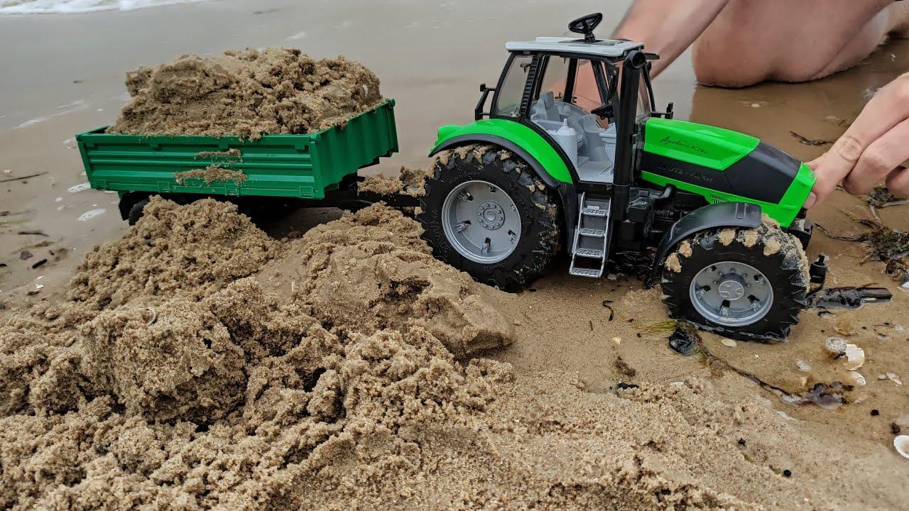 Download Bruder_Fan i Bruder na plaży -Czy traktory wytrzymają test piachu? Oranie? Transport? Baza w piasku?