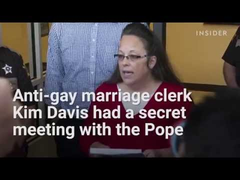 Anti-gay marriage clerk Kim Davis met with the Pope