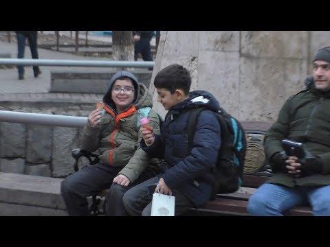 Yerevan, 15.02.19, Fr, ERITASARDAKAN metroi koghmery.