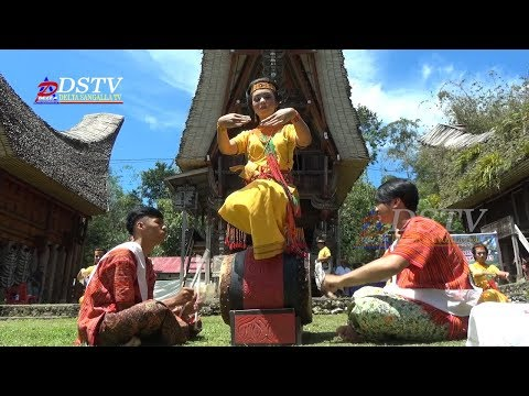 Tarian Pa'gellu' Sanggar Tari Barang di Lau' pada Kombongan Ada' Toraya 2017