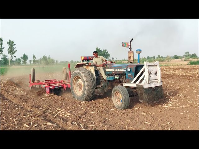 Ford tractor pulling 18 disc Harrow Ford 4600 Model 1979, 60HP, 44kw