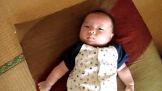 かわいい 赤ちゃんのくしゃみ・・・・