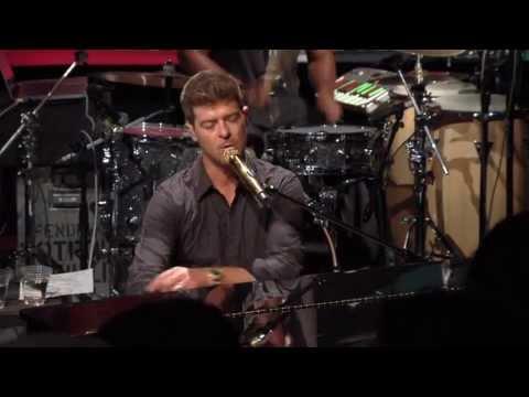 "Robin Thicke - ""Pretty Lil' Heart"" live from Interscope Introducing"