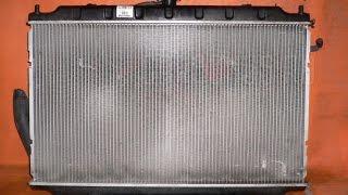видео Как промыть и почистить радиатор охлаждения двигателя автомобиля снаружи без снятия