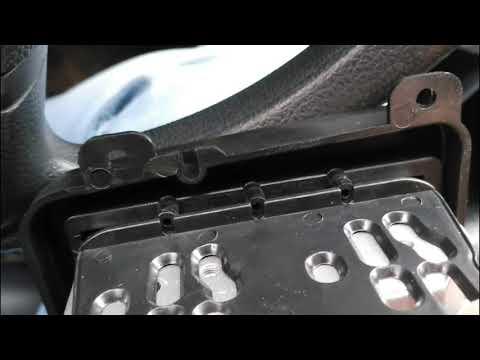 Установка рамки для магнитолы на VW Polo седан